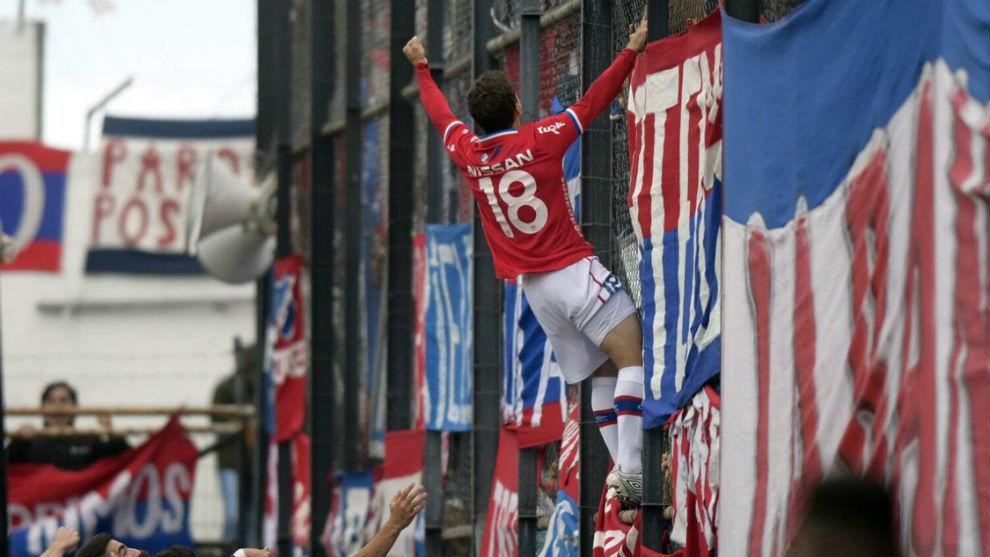 Sebastián Fernández celebra el gol del título.