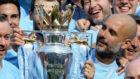 Guardiola con el título de la Premier