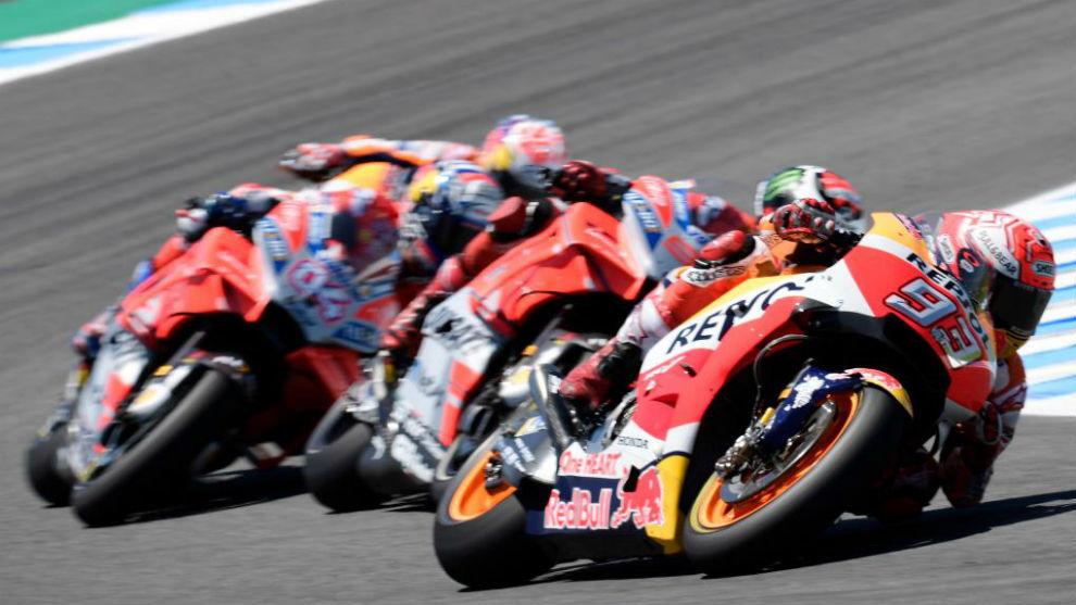 Márquez por delante de Lorenzo, Dovi y Pedrosa, antes de tomar...