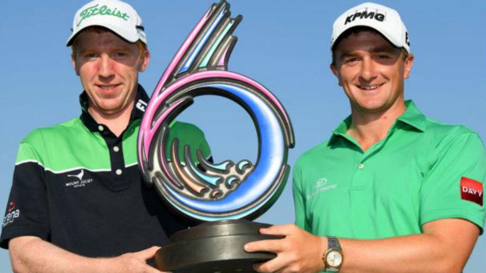 Gavin Moynihan y Paul Dunne, con el trofeo de ganadores.