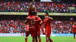 Toluca sufre pero avanza a las semifinales.