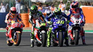 Márquez y Rossi, ensayando una salida en Jerez.