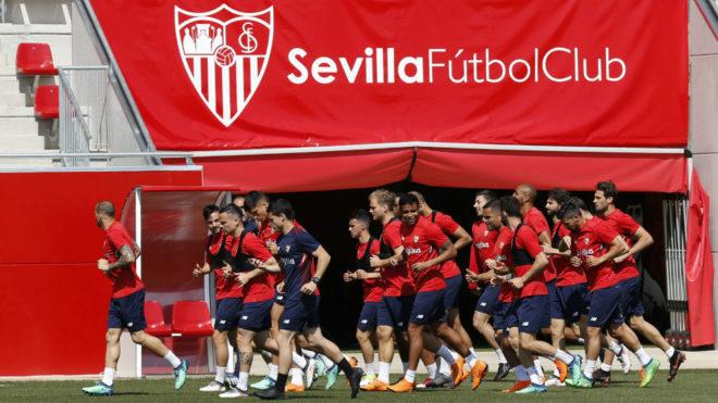 Banega, Escudero y Sergio Rico, novedades en el entrenamiento de este lunes