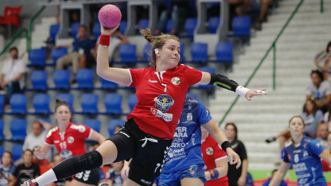 Ainhoa Hernández, en un partido de Liga con el Zuazo