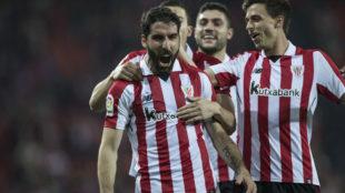 Raúl García celebra un gol ante el Levante
