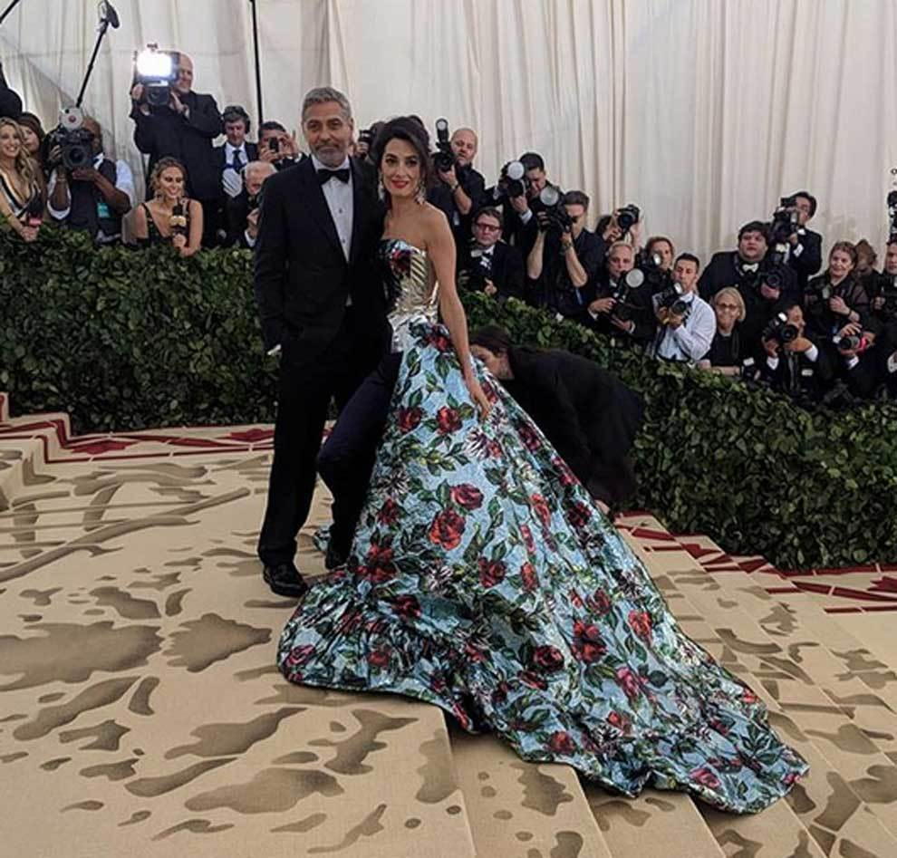 George Clooney y Amaal Clooney en la gala del MET en Nueva York