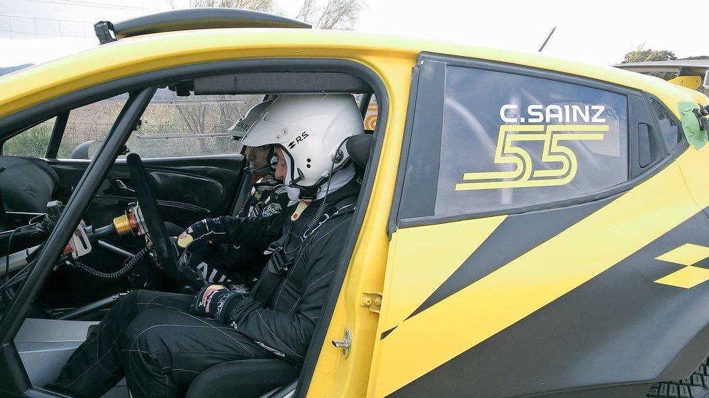 Carlos Sainz de copiloto, con su padre al volante