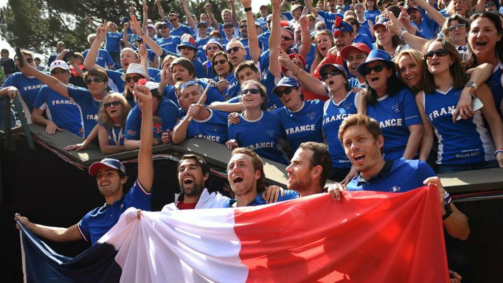 El equipo francés de Copa Davis celebra su pase a semifinales.