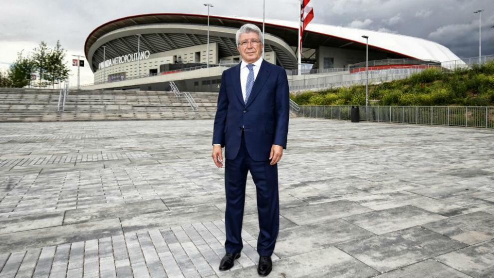 Enrique Cerezo, frente al Wanda Metropolitano.