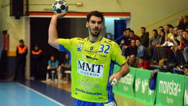 Adrián Prieto durante un partido con el Zamora