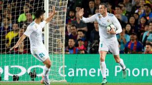 Bale celebra con Asensio el gol del Camp Nou