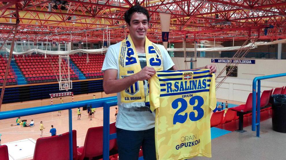 Rodrigo Salinas el día de su presentación como jugador del Bidasoa