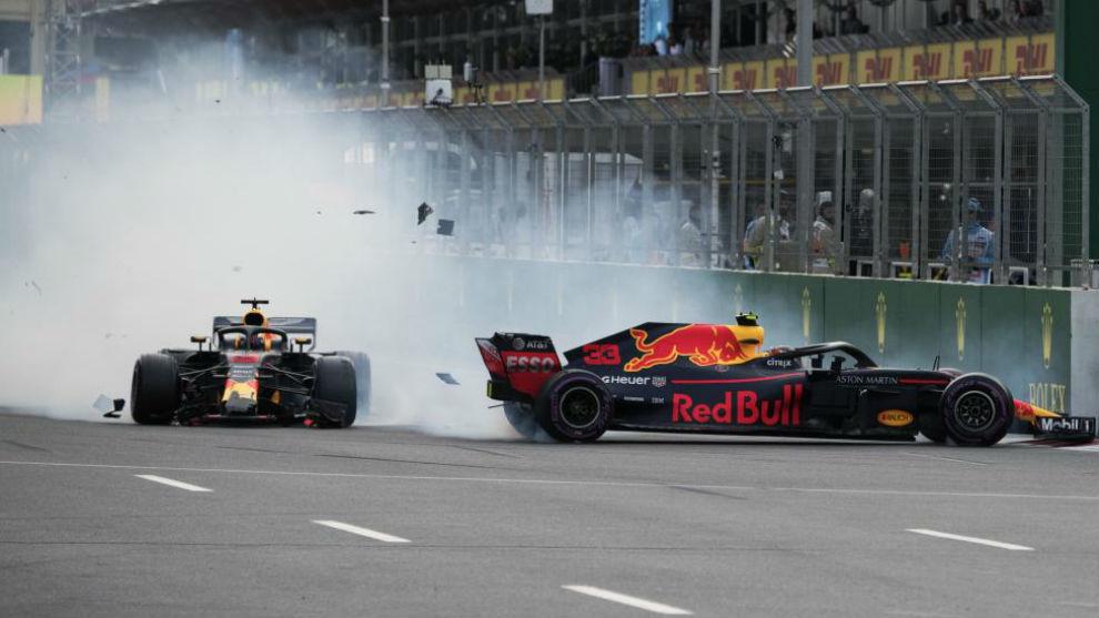 Ricciardo y Verstappen, tras su toque en Bakú.