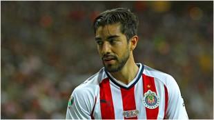 Pizarro, en un partido del Clausura con Chivas.