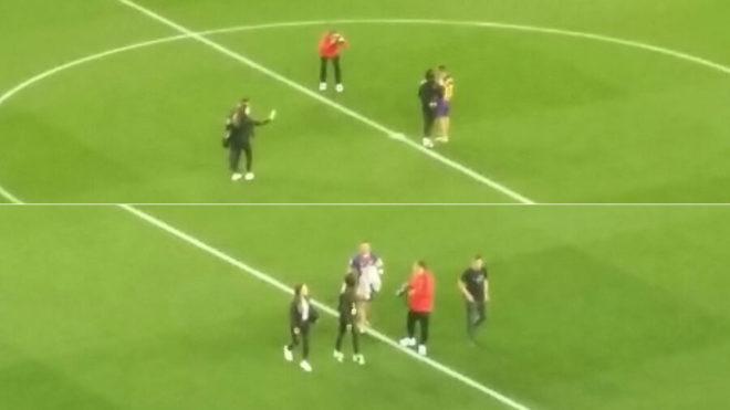 FC BarcelonaSe fotografió con su familia en el terreno de juego al acabar  el partido b8925dcd17ff7