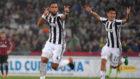 Benatia celebra uno de sus dos goles al Milan.