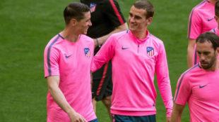 Torres bromea con Griezmann.