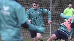 Moi Gómez, durante un entrenamiento reciente del Huesca