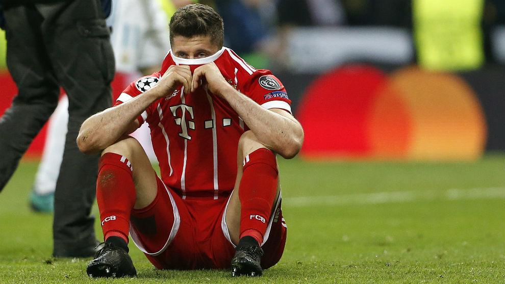 Últimas noticias  El Real Madrid y Lewandowski detienen las ... dbaf0e90d3976