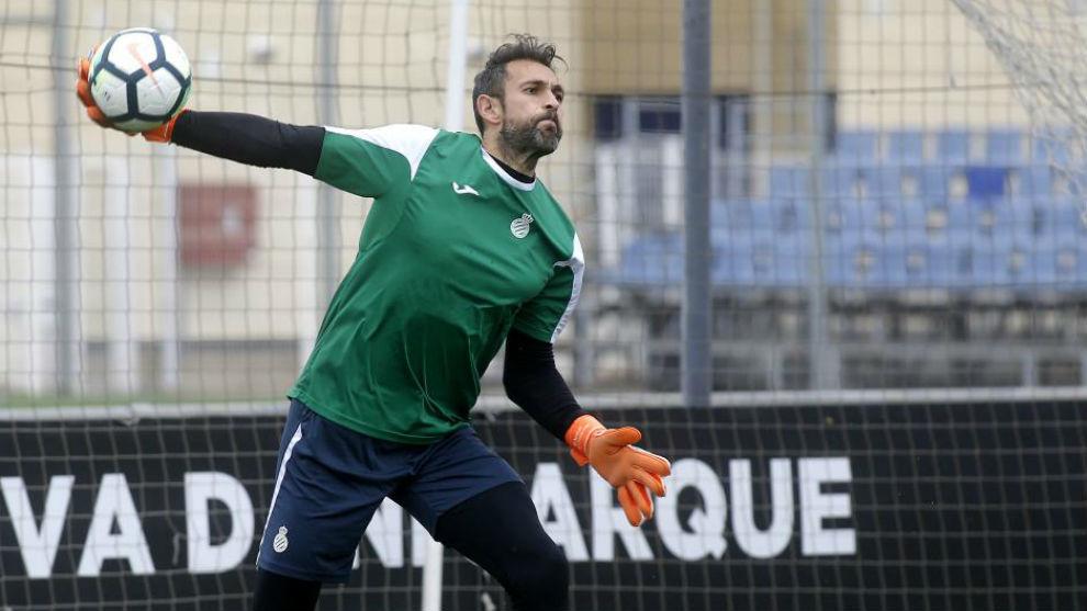 Diego López se ejercita en la Ciudad Deportiva.