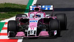 Checo Pérez, a los mandos de su Force India en la pista de Montmeló