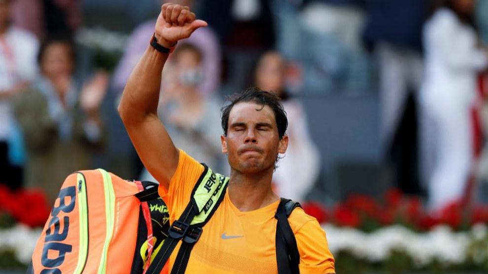 Rafael Nadal se despide del público saliendo del Estadio Manolo...