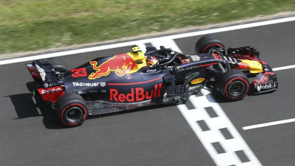 Verstappen, con el Red Bull, durante los libres del GP de España.