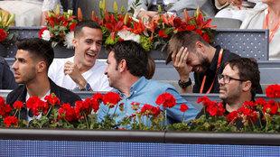 Lucas Vázquez se ríe con Piqué. Asensio y Arturo Valls, también...