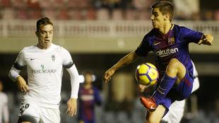Ruiz de Galarreta hace un control durante un partido contra el...