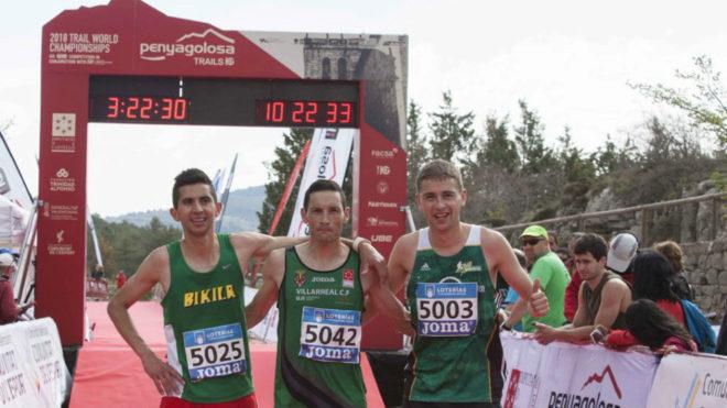Meneses, en el centro, con Walther Becerra y Daniel Osanz.