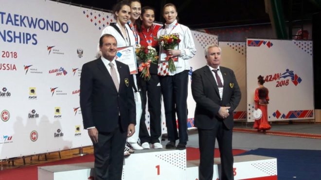 Marta Calvo, en el podio del Europeo de Kazán.