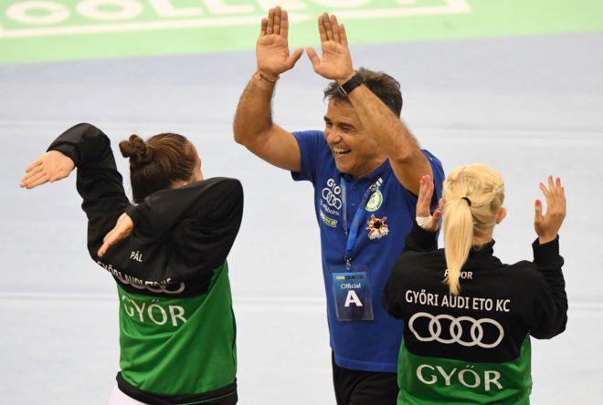 Ambros Martín celebra la clasificación para la final con sus...
