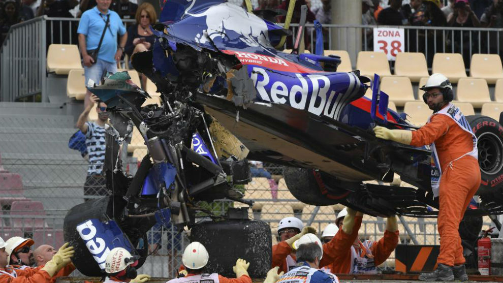 El Toro Rosso de Hartley, se parte tras el accidente de ayer en los...