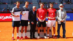 Campeones y finalistas con Manolo Santana en la entrega de premios
