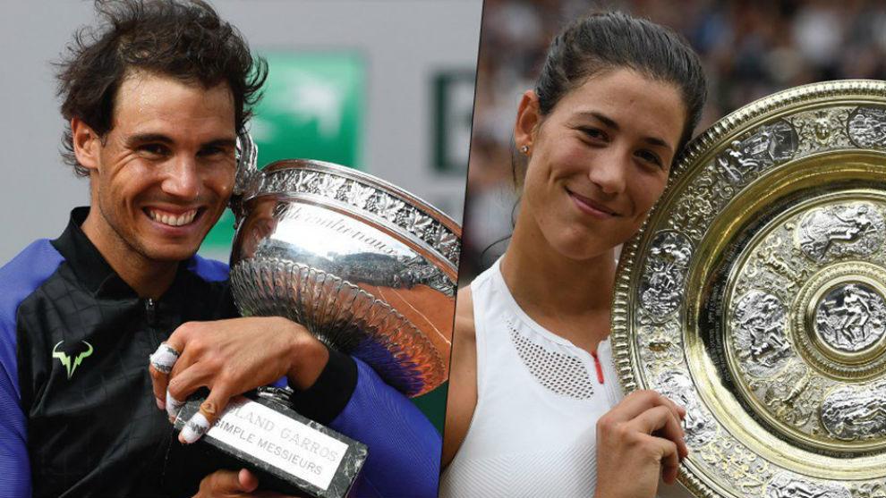 Nadal y Garbiñe, con los trofeos de Roland Garros y Wimbledon
