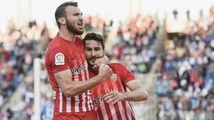 Marco Motta abraza a Juan Muñoz tras 'guisarse' el primer...