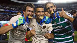 Marchesín, González e Izquierdoz levantaron el título con Santos