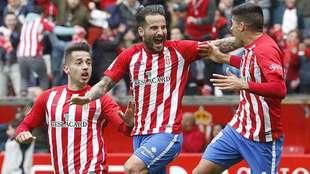 Rubén celebra su gol al Barça B del sábado entre Jony y Carmona