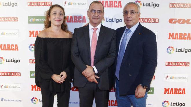 Victoria Cabezas, junto a Juan Ignacio Gallardo (director MARCA) y...