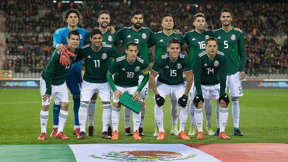 Foto oficial de la selección mexicana previo al partido amistoso ante...