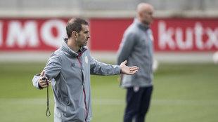 Gaizka Garitano durante un entrenamiento del Bilbao Athletic
