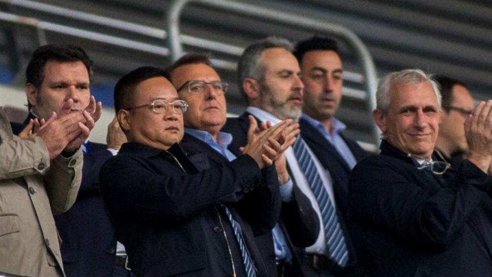 Chen Yansheng, en el palco del RCDE Stadium en el partido contra el...