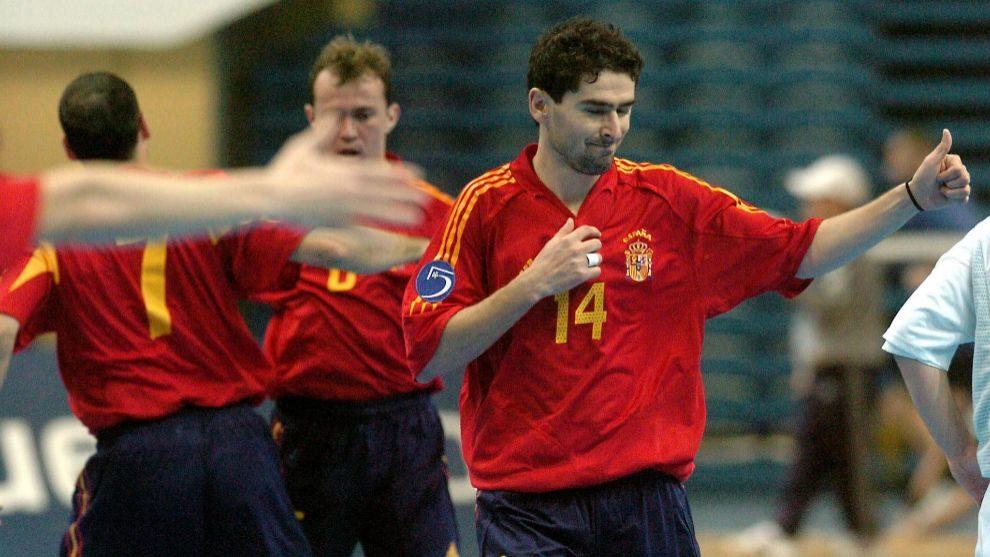 Daniel Ibañes, con un partido con la selección española de fútbol...