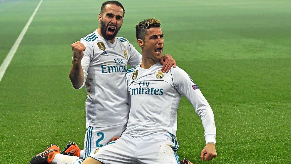 Carvajal y Cristiano celebran juntos un gol del portugués al PSG.