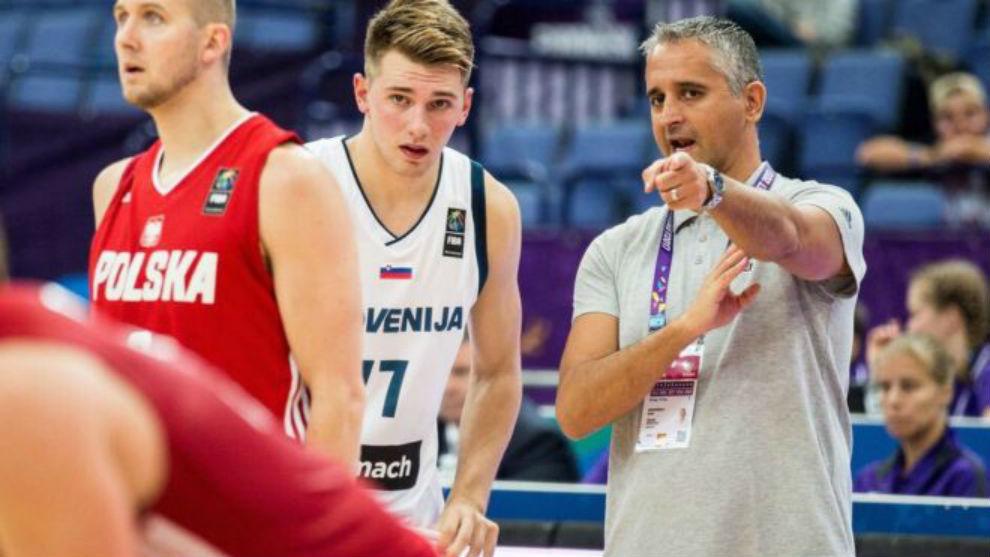 Igor Kokoskov y Luka Doncic durante el EuroBasket 2017