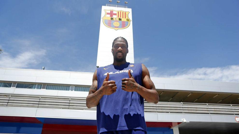 Jalen Reynolds posa como nuevo jugador del Barcelona