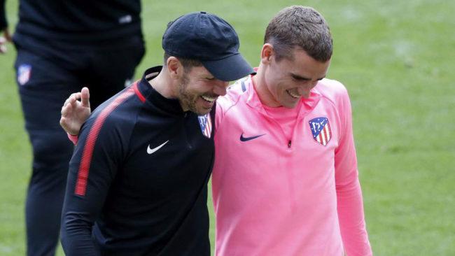 Griezmann junto a Simeone, en un entrenamiento del Atlético