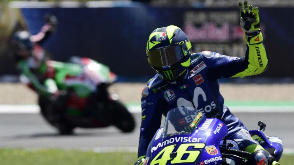 Valentino Rossi saluda en Jerez.