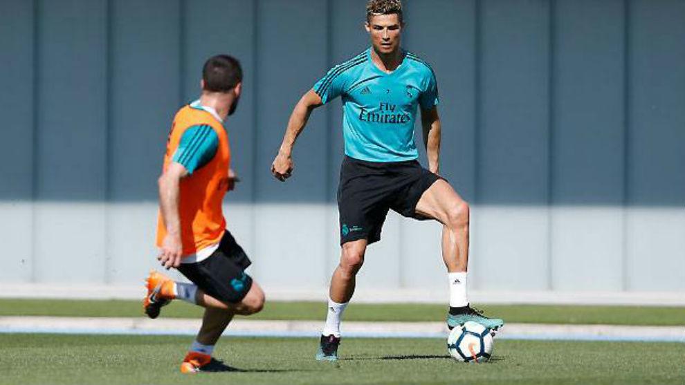 Cristiano y Carvajal, durante el entrenamiento de hoy en Valdebebas.