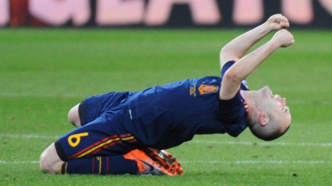 Iniesta celebra la victoria en la final del Mundial 2010.